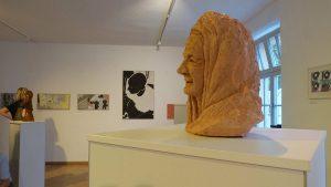 Holzplastik von Daniela Schwarz im uniwerk