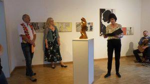 Dr. Eva Maria Stange übergibt-3.000 € fü den Tag der Kunst 2019