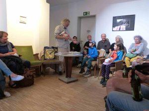 Thomas Rosenlöcher im Gespräch mit seinen jungen Fans